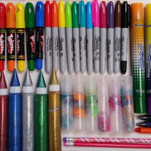 Pens and Markers ~ Plumas y marcadores